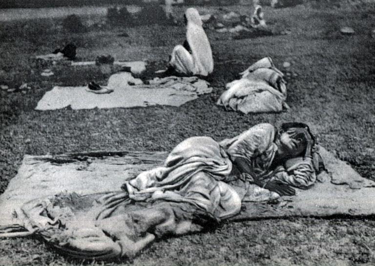 Индийская женщина во время приступа малярии